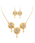 3 Roses Love Drop Gold Necklace Set