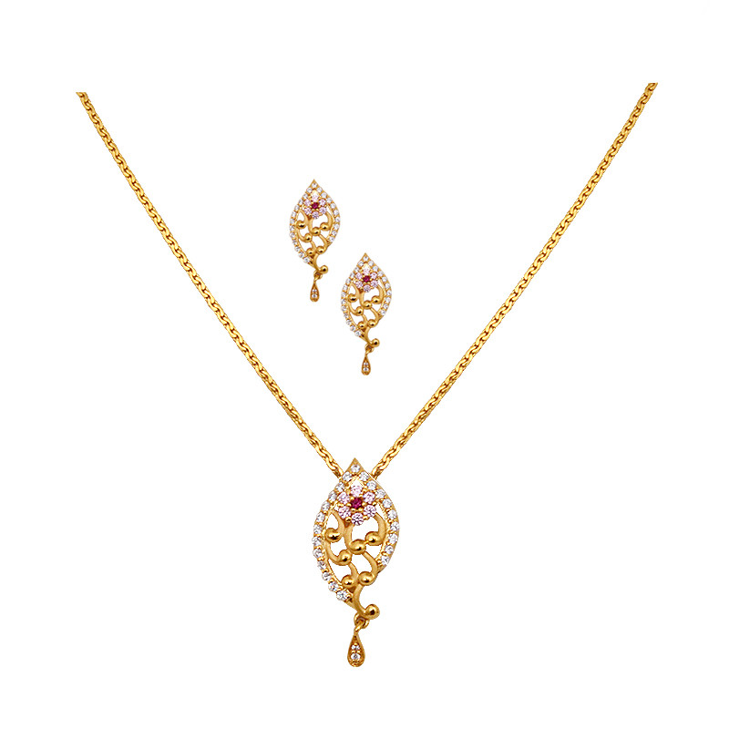 Framed Leaf Pendant Chain With Earrings