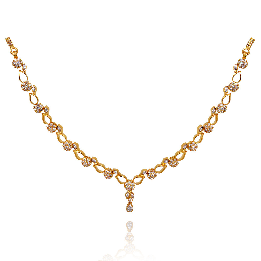 Glittering Diamond Necklace Made For Her To Fall In Love
