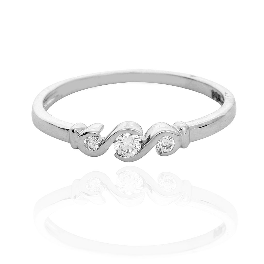3 Stones Diamond With Platinum With Platinum Ring