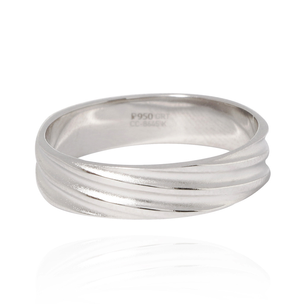 The Lucrezia Love Band Ring