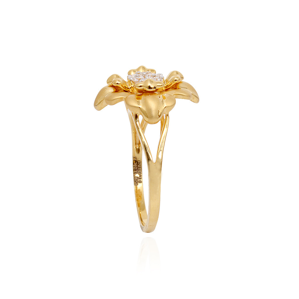 Classic Diamond Ring With Floral Design