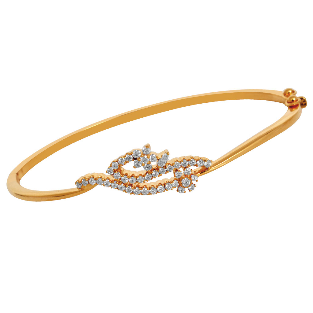 Diamond Bracelet That Glamorous Gleaming With Her Hands