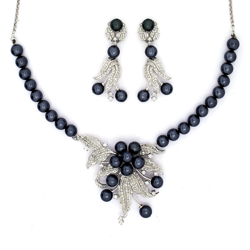 Exotic and Rare Black Pearls Necklace with Earrings