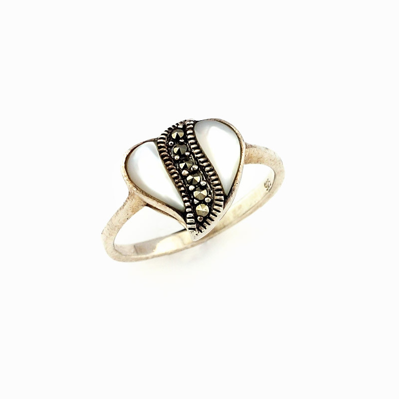 Pearl & Margaret Stone Studded Silver Ring